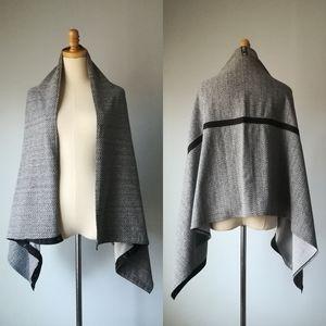 Lululemon Vinyasa Wrap Scarf snap button shawl